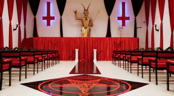 """La iglesia satánica avala unos cursos para curar la homofobia ESTE CREDO CONSIDERA QUE DIOS ES """"UN DICTADOR"""", QUE CASTIGA A QUIEN NO COMULGA CON LA DOCTRINA CATÓLICA"""