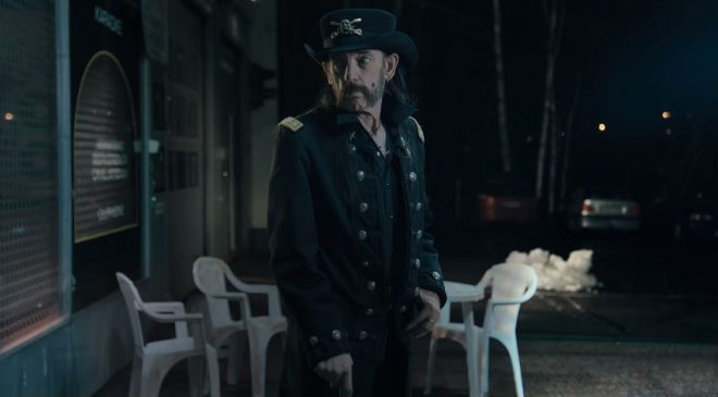 Un fotógrafo asegura haber visto al líder de Motörhead: «Lemmy no está muerto, estaba de parranda» UN INDIVIDUO IDÉNTICO AL LEGENDARIO MÚSICO SE ENCONTRABA CERRANDO BARES A LAS 6:00 DE LA MAÑANA